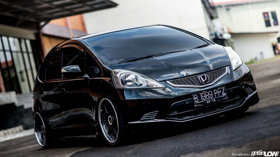Modifikasi Honda Jazz Hitam Legam Bergaya Stance Milik Alfredo Lusmananda Dari Bekasi Jawa Barat Honda Fit Honda Civic Honda Black honda jazz wallpaper