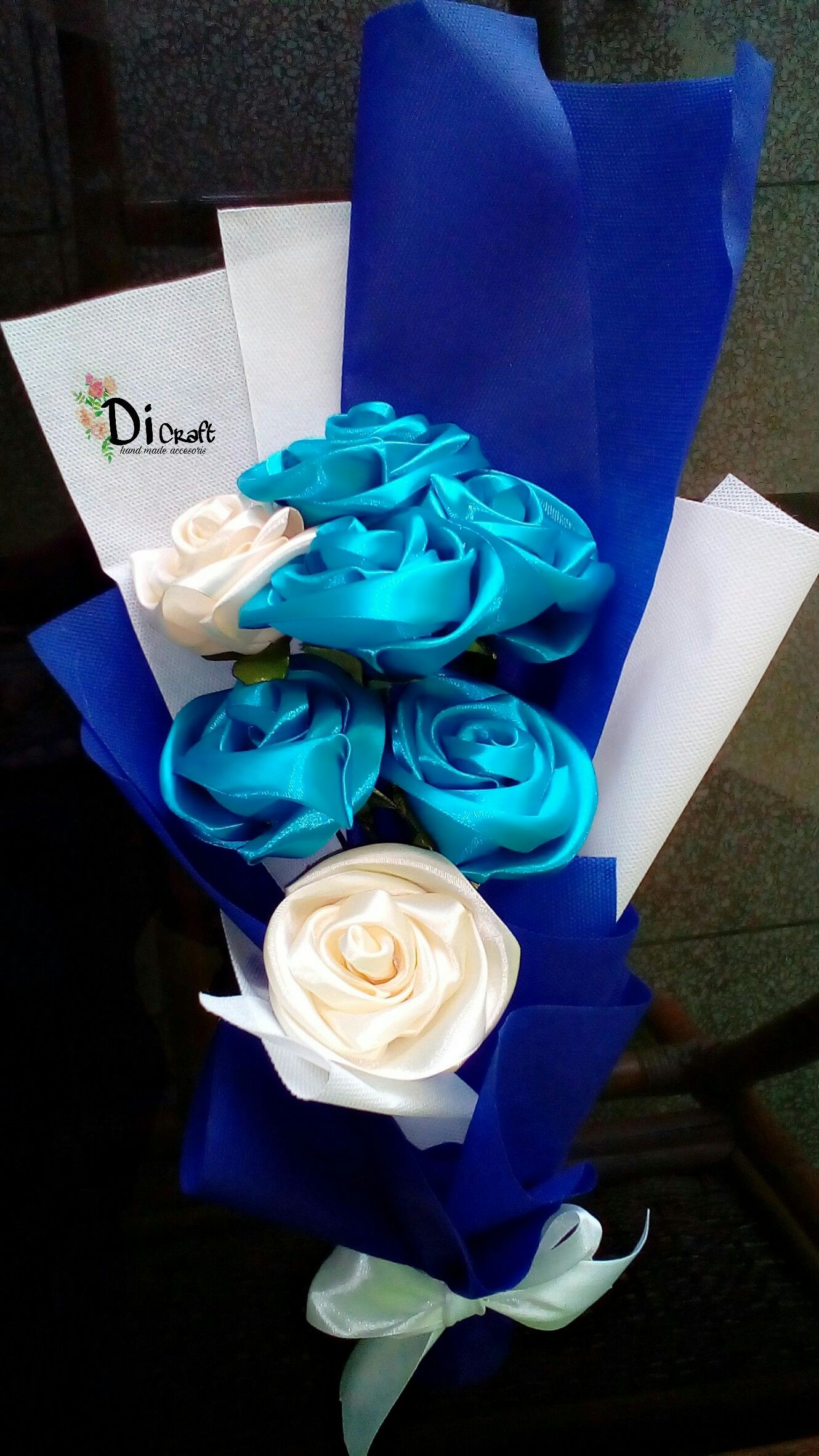 buket bunga pita . Bunga ini terbuat dari bahan pita satin.. mulai dari  bunga 1a3a2b5ef8