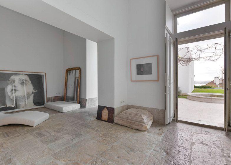 Manuel aires mateus reworks 18th century lisbon townhouse for Appartamento design industriale