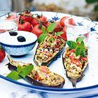 Een heerlijk recept: Met bulgur gevulde aubergines met tzatziki