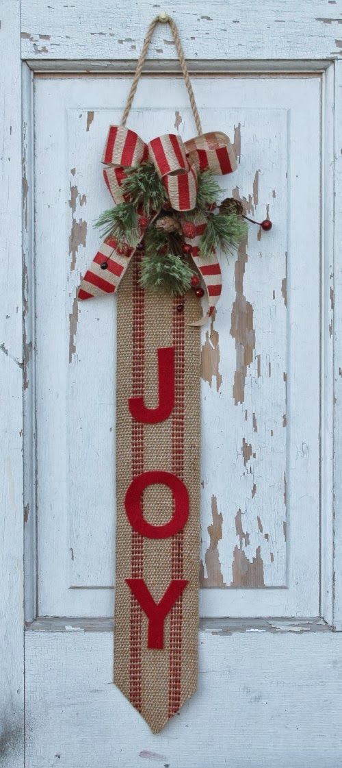 add some country christmas style to your front door with this diy burlap craft bonus this surprisingly easy project doesnt involve any sewing