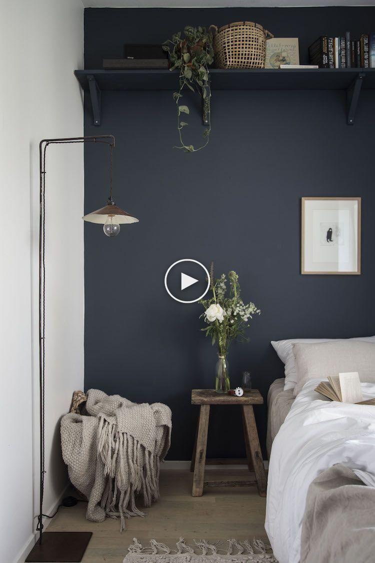 my scandinavian home: petite chambre avec des murs bleu nuit, le