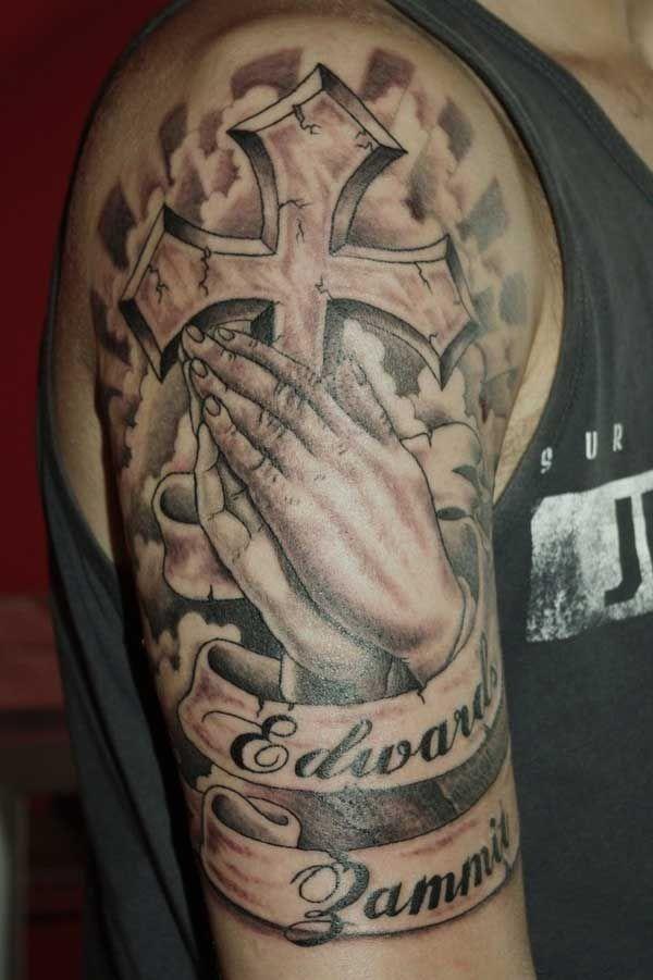 40 Exceptional Praying Hands Tattoos Tatuajes Religiosos Para Hombres Tatuajes Manga Completa Disenos De Tatuajes Para Hombres