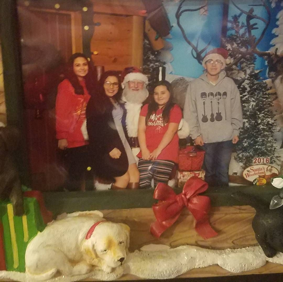 Can My Dog Take Pictures With Santa At Bass Pro