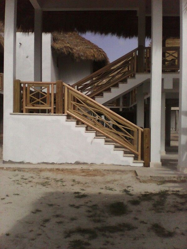 Escaleras hecha con baras redonda