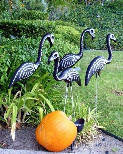 40 Easy and Creative Outdoor Halloween Ideas Outdoor halloween