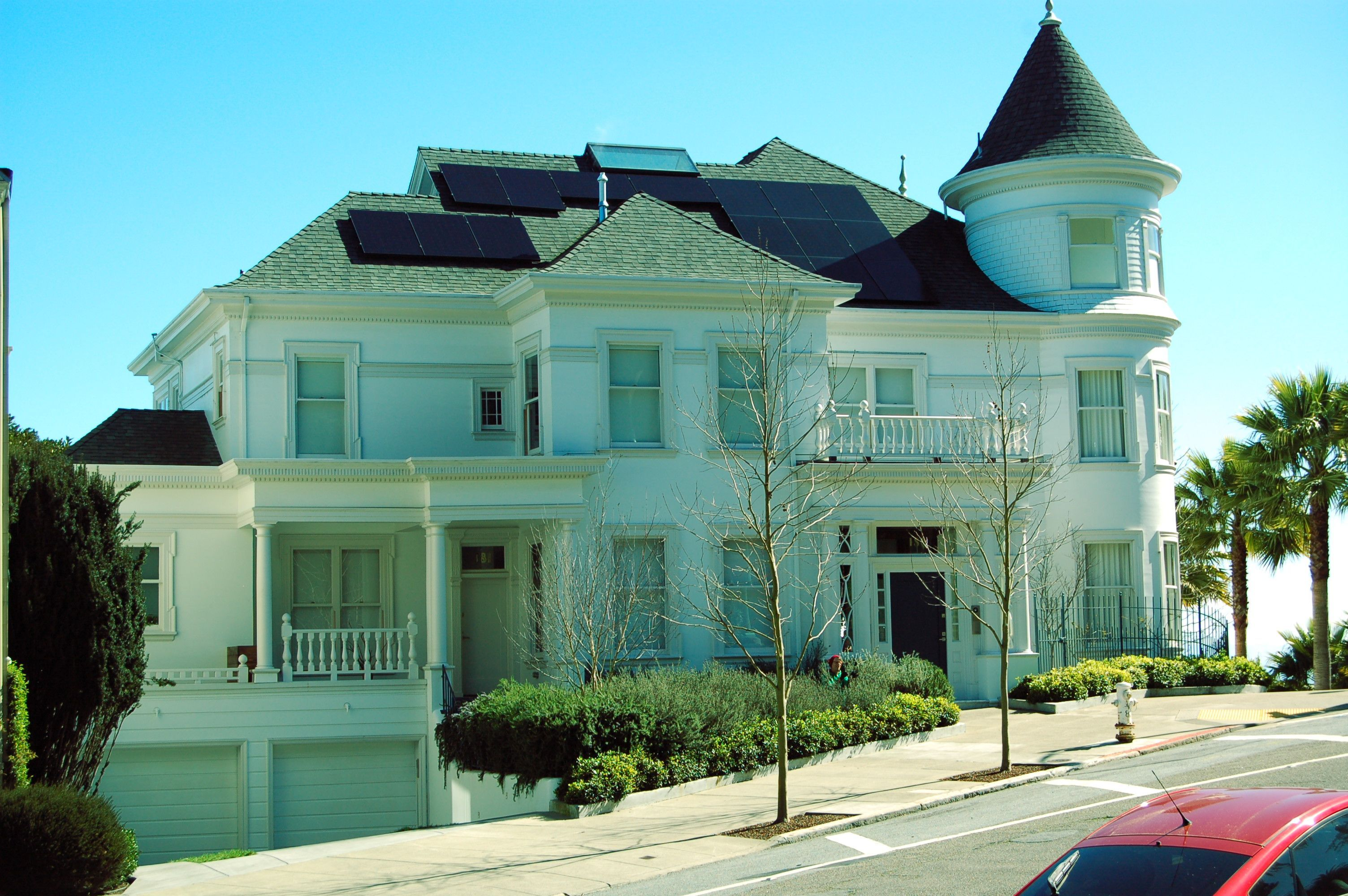 Buena Vista East Home At Duboce Was Formerly The Home Of Ambassador James Hormel It Was Featured Briefly In The Film With Images San Francisco Houses House Styles Home