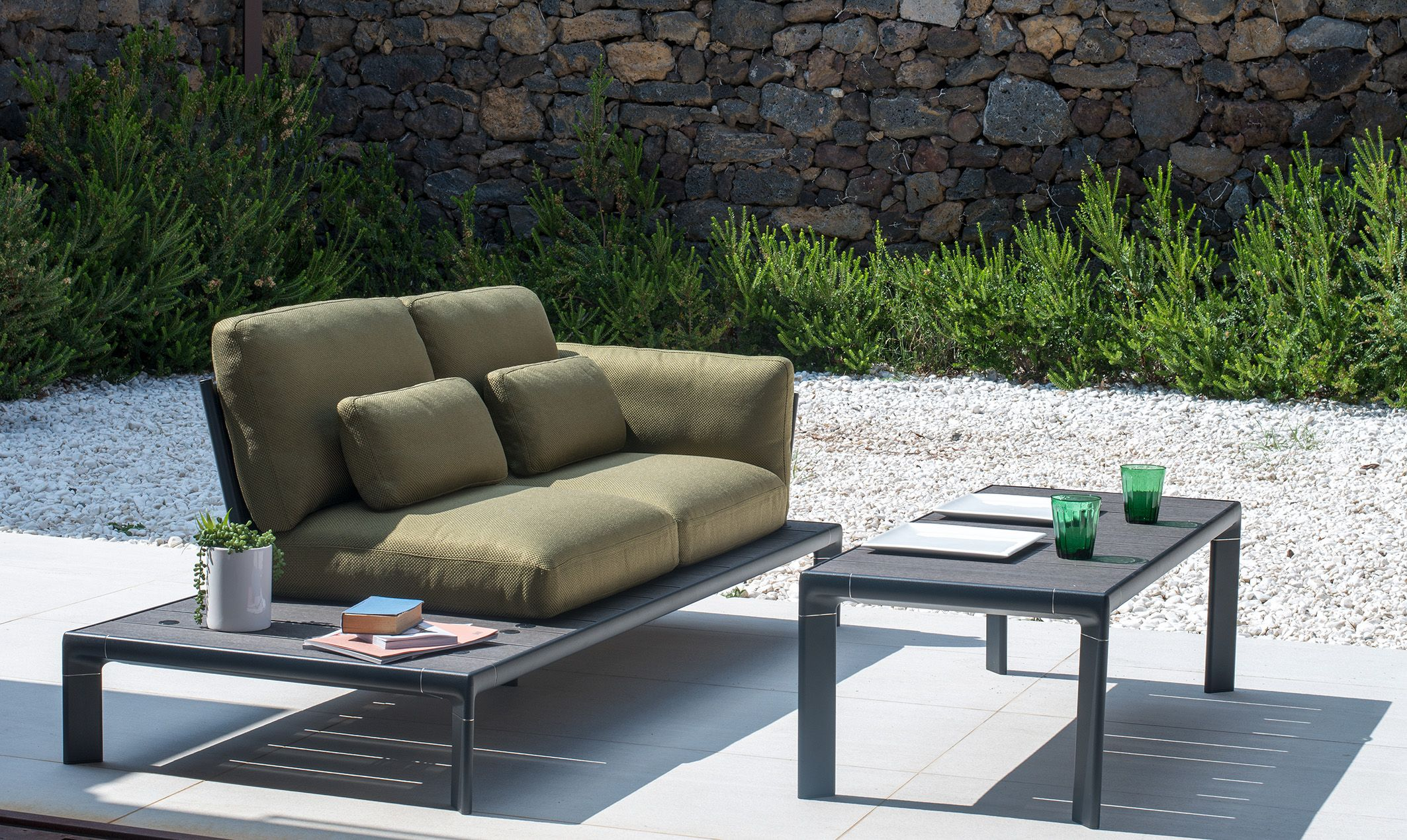 Lounge Sofa 2 Sitzer Outdoor Tami Collection In Verde | Commercial Outdoor Furniture, Patio Seating, Outdoor Furniture