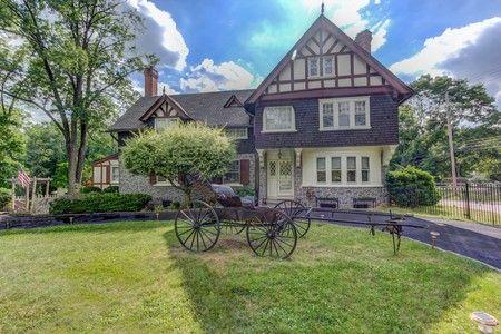 1865 Victorian Updated Victorian In The Main Line Suburbs Of Philadelphia In Berwyn Pennsylvania Historic Homes For Sale Historic Homes Updated Victorian