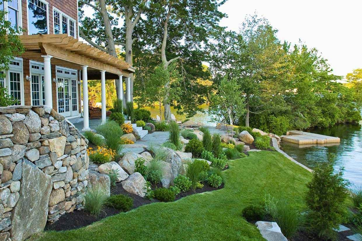 Lovely Landscape Ideas You Might Try For Your Backyard Lake House Landscape Landscapi Outdoor Landscape Design Traditional Landscape Backyard Landscaping
