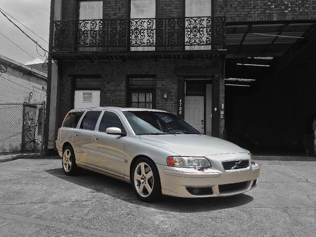 wagon wednesday volvo v70 r 300 hp awd for sale at for 13 750. Black Bedroom Furniture Sets. Home Design Ideas