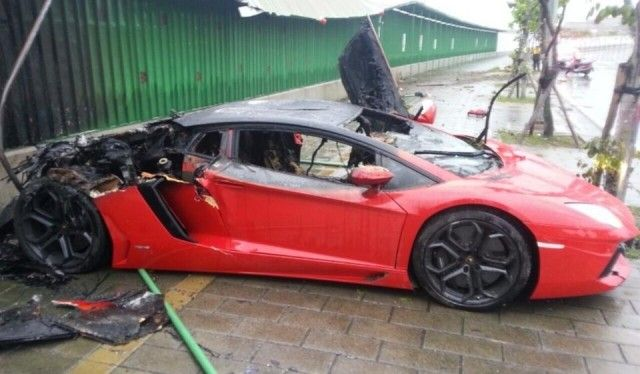 Chinese Pornstar Escapes Lamborghini Aventador Fire