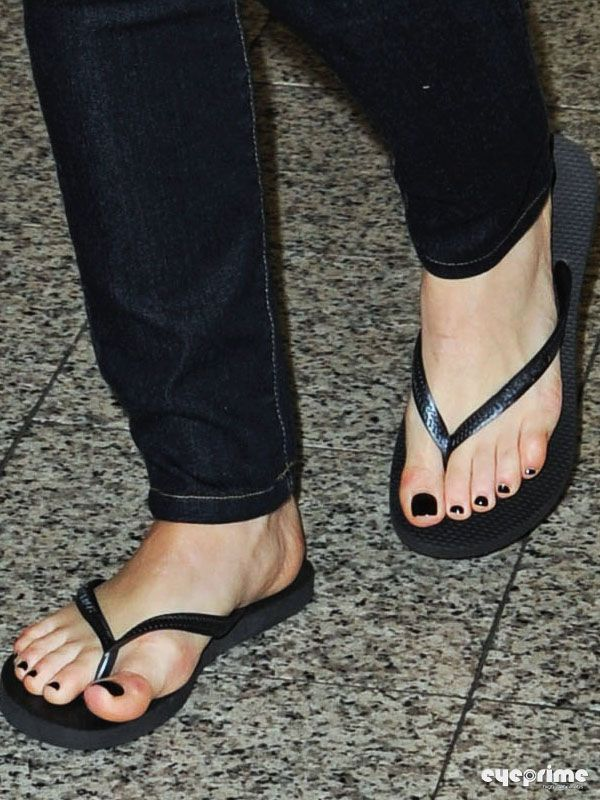 Hilary Duff Feet 521408 Jpg 600 215 800 Pixels Hilary Duff