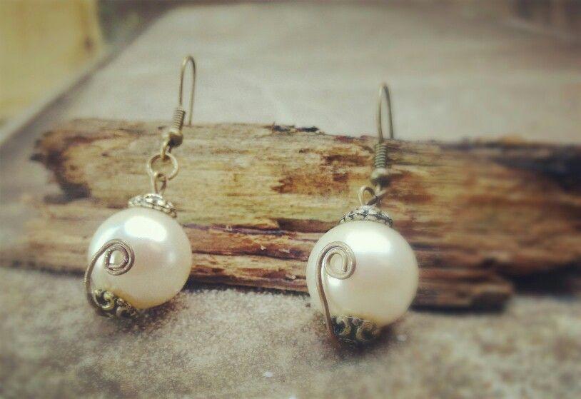 Fake pearl earing