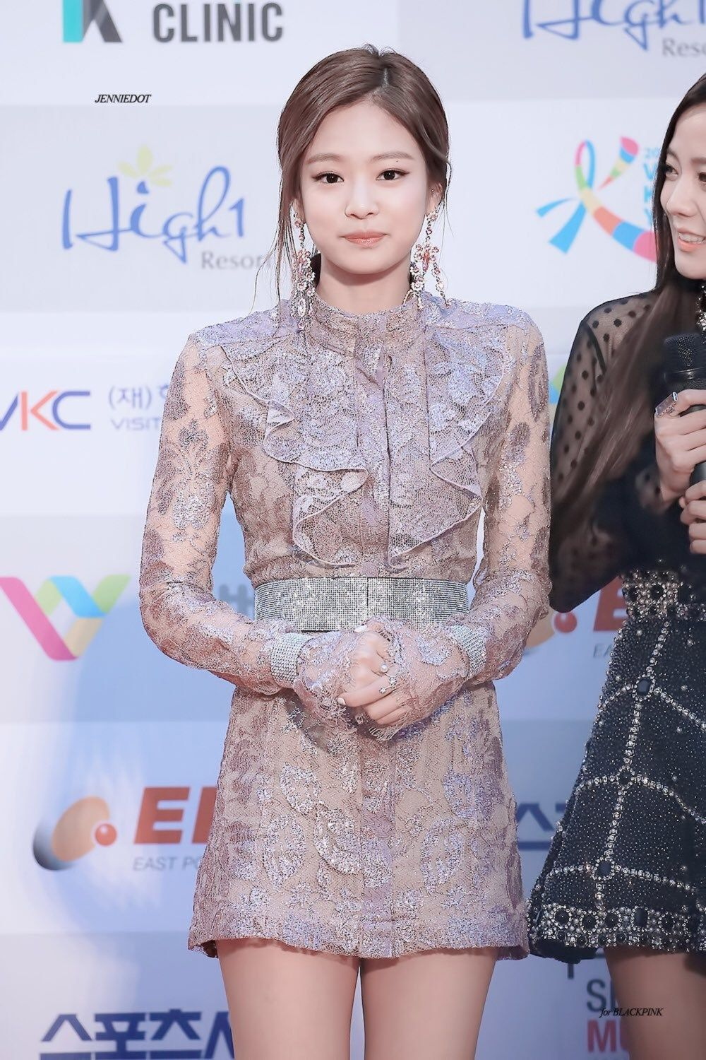 b6e7343b55c BLACKPINK s Jennie recently stunned fans with her classy red carpet look  for the Seoul Music Awards. Jennie continues to blow fans away with her ...
