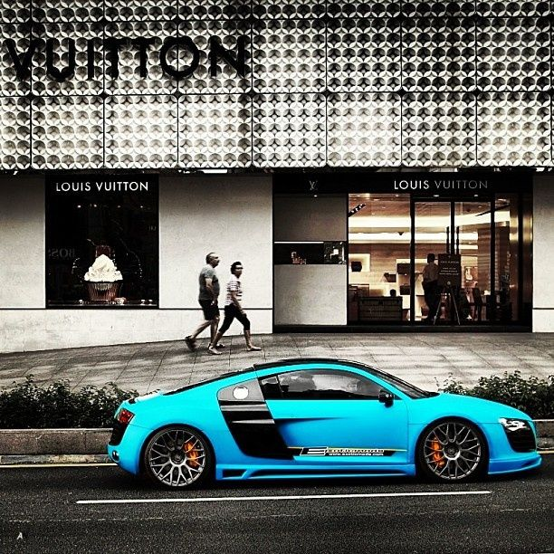 Blue Audi R8 V10 Supercoupé