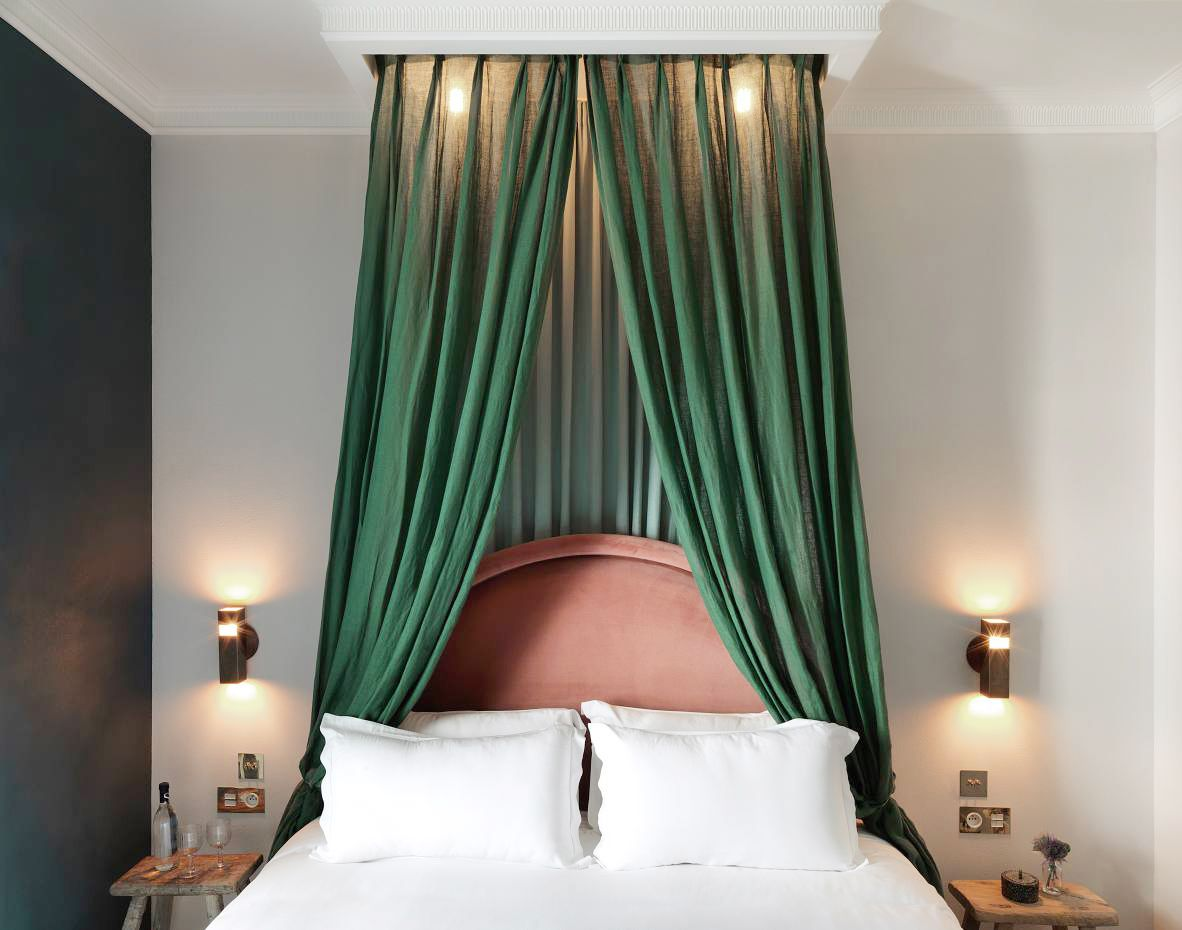 How to get the Parisian Hotel Bedroom Look We're Loving is part of Hotel bedroom Green - These four Parisian hotels have one thing in common they are designed all around the statement headboard, and we're showing you how to get the look!