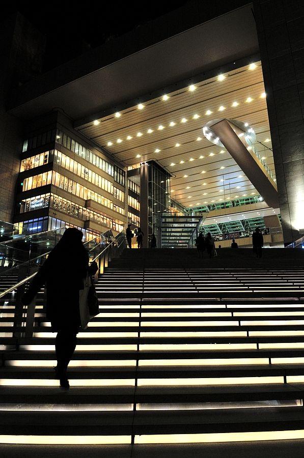 グランフロント大阪 オキャメラのデジカメ人生 大階段 大阪 建築物
