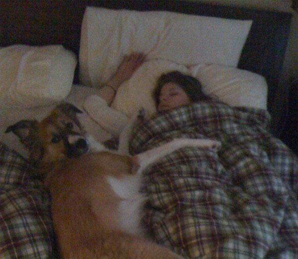Девушка в постели одна фото 557-270