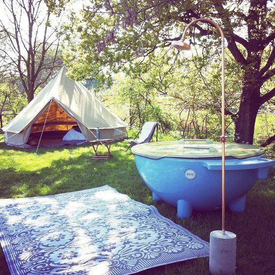 10 Tips Om Je Tent Eenvoudig Te Glamourizen Urbans And Indians Buitendouche Bubbelbad Camping Verlichting