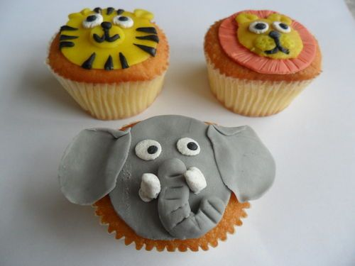 Naturel cupcakes met marsepein decoratie bakken cupcakes for Decoratie cupcakes