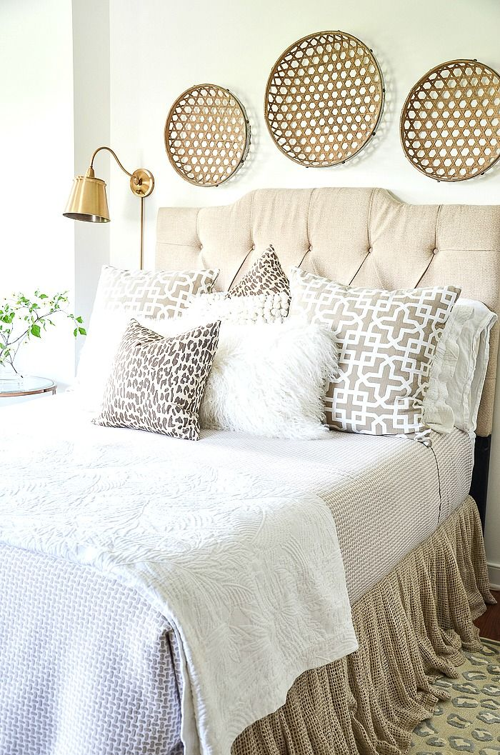 BED PILLOW ARRANGEMENTS YOU WILL LOVE Bed pillow