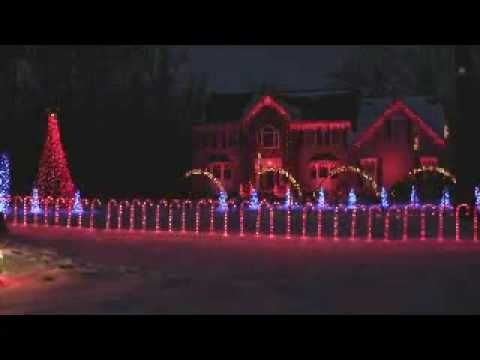 computer controlled christmas lights in 2009 synced to christmas time by go fish