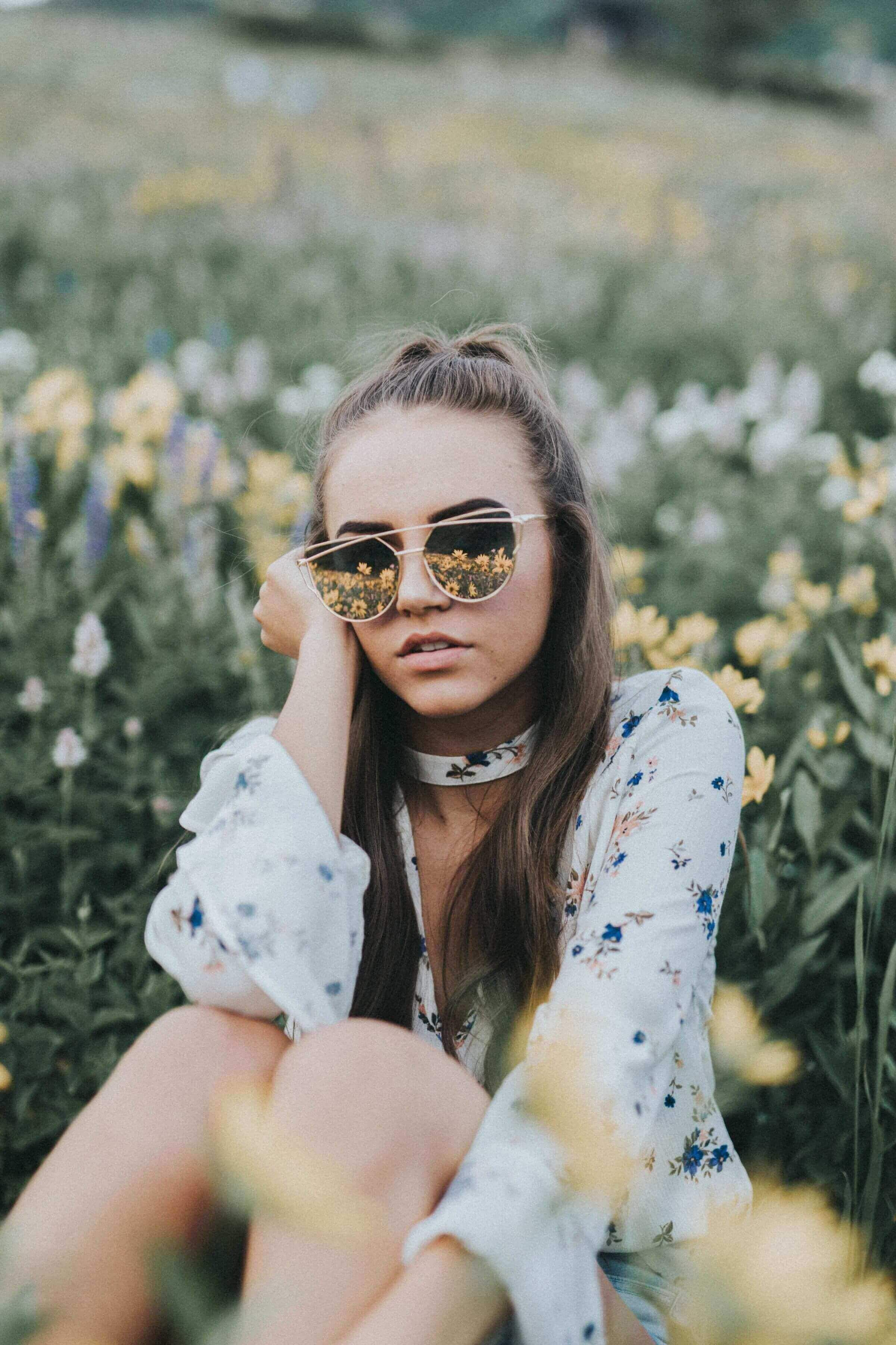 c0ccabf8826 Feel like a celebrity with these cute baby pink sunnies! Semi-rimless style  with silver or gold frames. Dimensions  Frame Width  150 mm Lens Width  60  mm ...