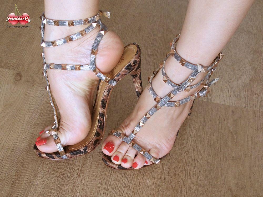 sexy Blueyez foot princess