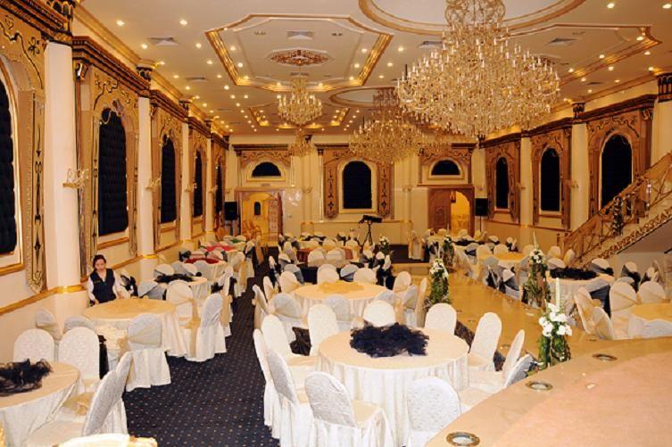 قاعة ليلة عمر بالروضة Home Decor Hall Table Decorations