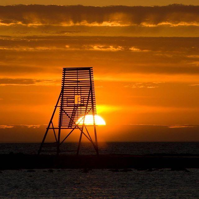 Solnedgång bakom sjömärket vid #Ottenby på Ölands södra udde. #landscape #landscapephotography #landscape #naturephotography #landskap #landskapsfoto #sverige #öland #canon #eos