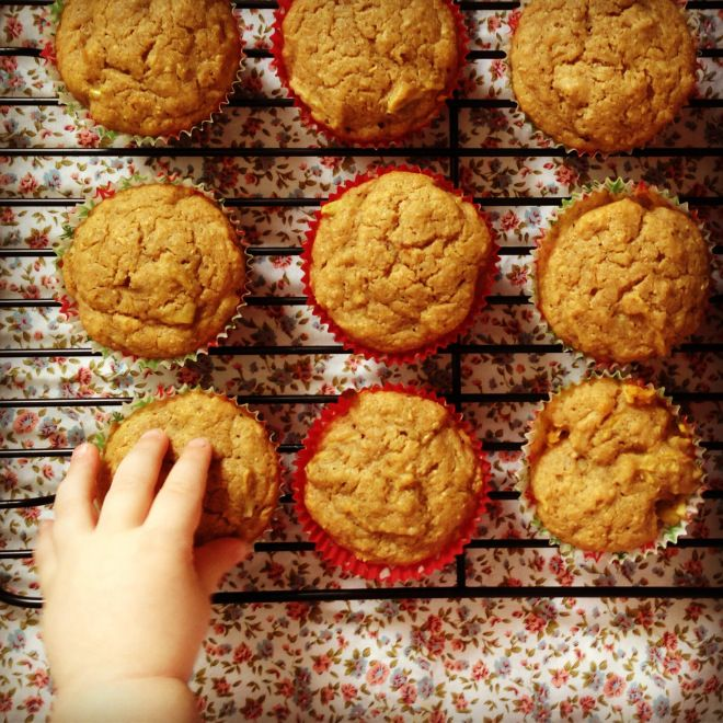 Sugar free, hearty gingerbread muffins