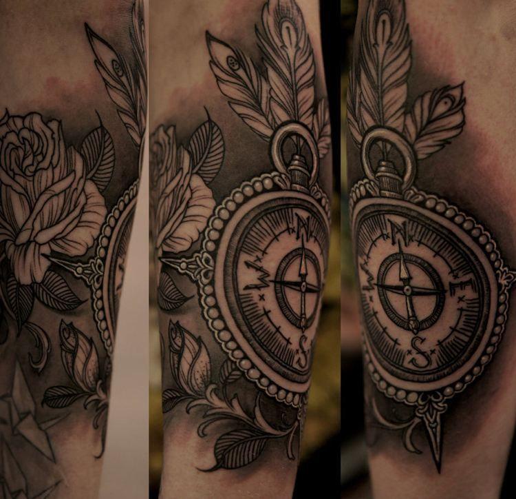 tatouage rose des vents et boussole - significations et 25 modèles