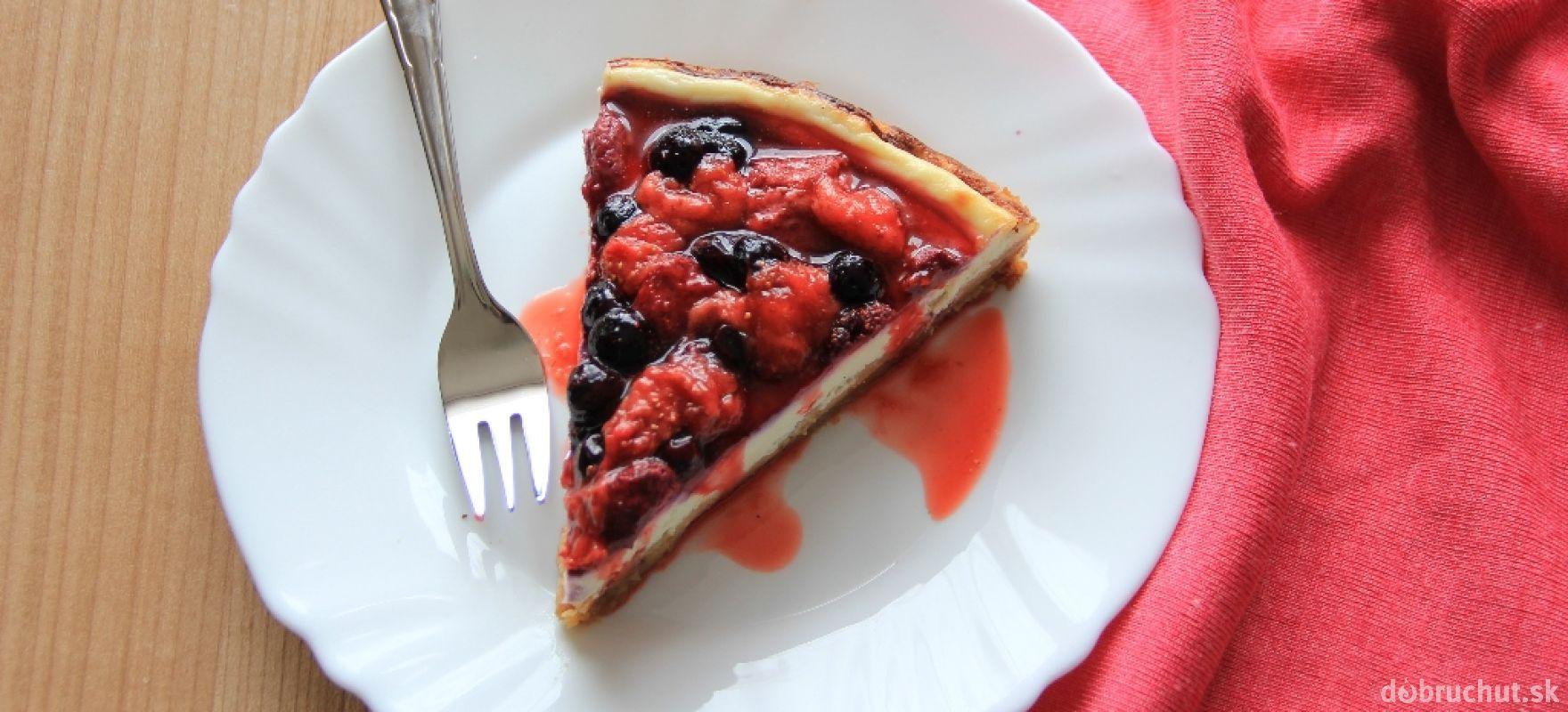 Tvarohový koláč s lesným a záhradným ovocím
