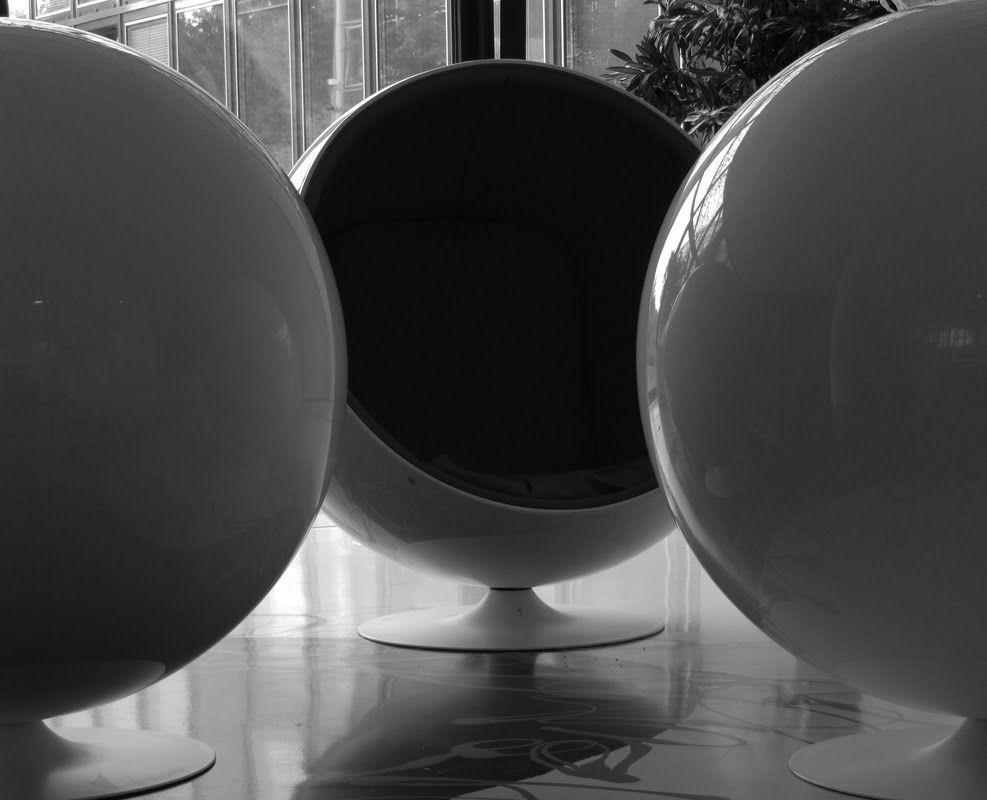 Onze prachtige Eero Aarnio ball chair.