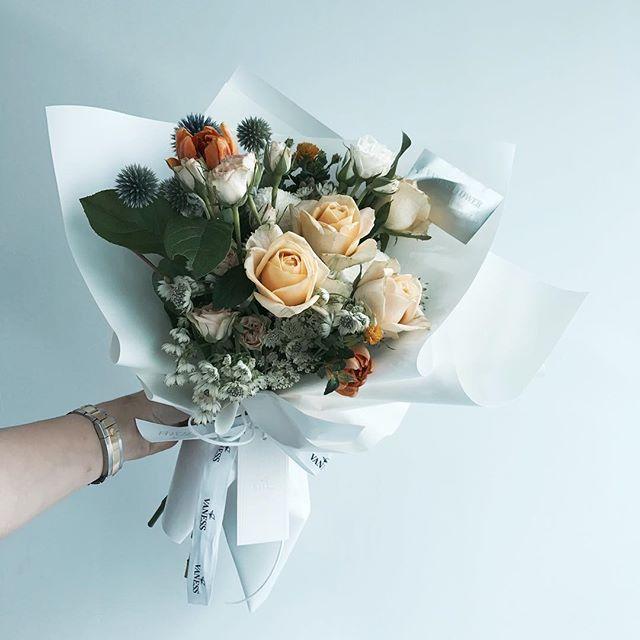 . . #바네스꽃다발 . .  . . #lesson #Order Katalk ID vaness52 클래스상시모집 당일꽃주문가능 WeChat ID vaness-flower E-mail vanessflower@naver.com 강남구 신사동 515-2 02-545-6813 . #vanessflower #flower #florist #flowershop #handtied #flowerlesson #flowerclass #바네스플라워 #플라워카페 #플로리스트 #꽃다발 #부케 #원데이클래스 #플로리스트학원 #신사동꽃집 #가로수길꽃집 #플라워레슨 #플라워아카데미 #꽃수업 #꽃주문 #하우스웨딩 #스몰웨딩  #花 #花艺师