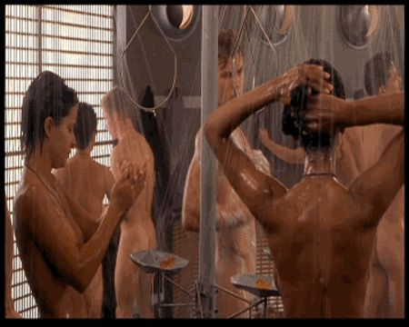 young-girls-starship-troopers-love-scene-vaughn-topless-photos