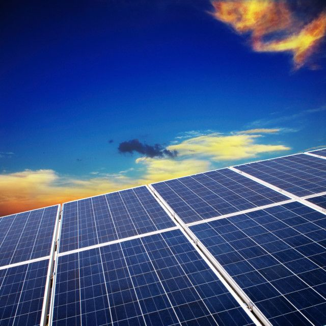 Now S The Perfect Time To Go Solar The Green Divas Solar Panel Installation Solar Solar Panels
