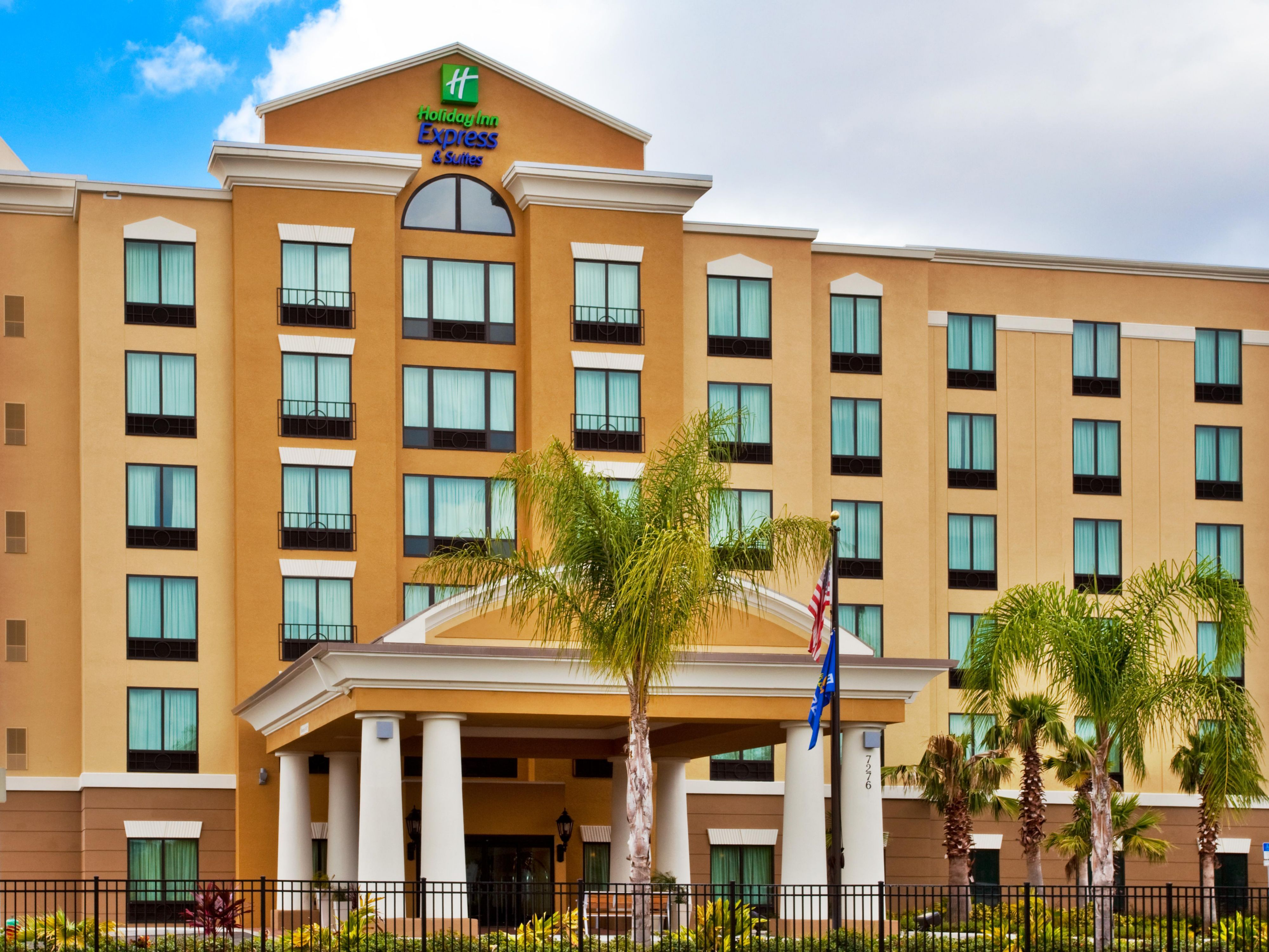 Book And Upgrade Your Hotel Experience At The Holiday Inn Express Suites Orlando Internationa Orlando Hotel International Drive Orlando International Drive