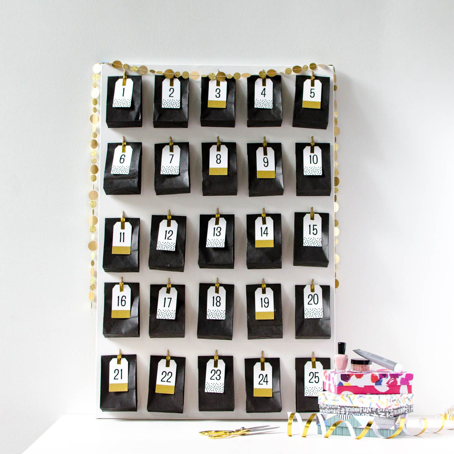 Obsessed with Advent Calendars like we are? Time to make your own with your extra beauty samples from subscription boxes!