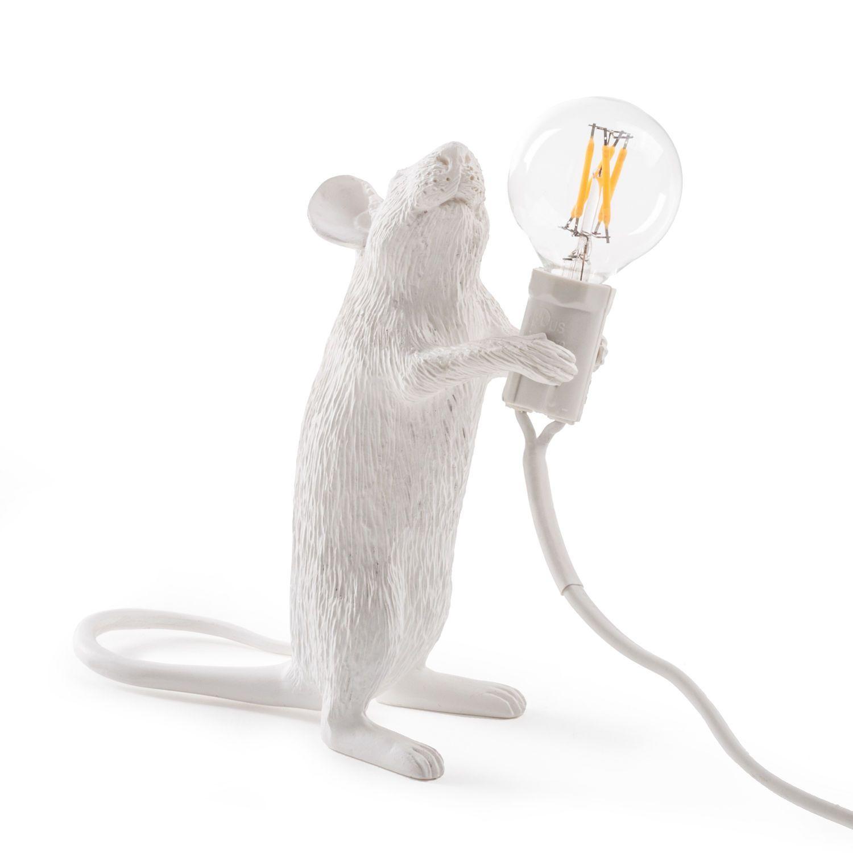 Kodikas hiirivalaisin kotihiirelle! Marcantonio Raimondi Malerban designuutuus jatkaa hänelle tyypillisesti eläinaiheiden parissa. Tällä kertaa vuorossa ihastuttava Mouse Lamp hiirivalaisin, josta saatavilla kolme eri versiota.