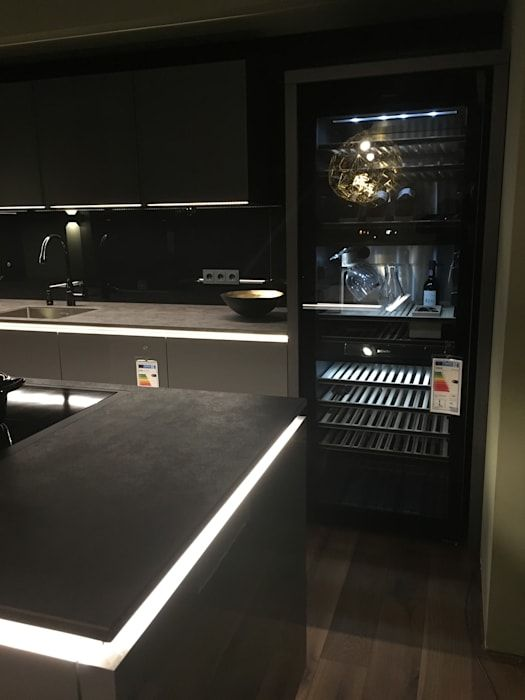 Ausstellungsküche Häcker : Moderne Küche Von Wohn  Und Küchendesign Meyer  GmbH