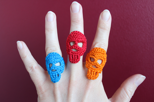Patrón de ganchillo para un anillo de calavera como joyería de Halloween de Ars Vera