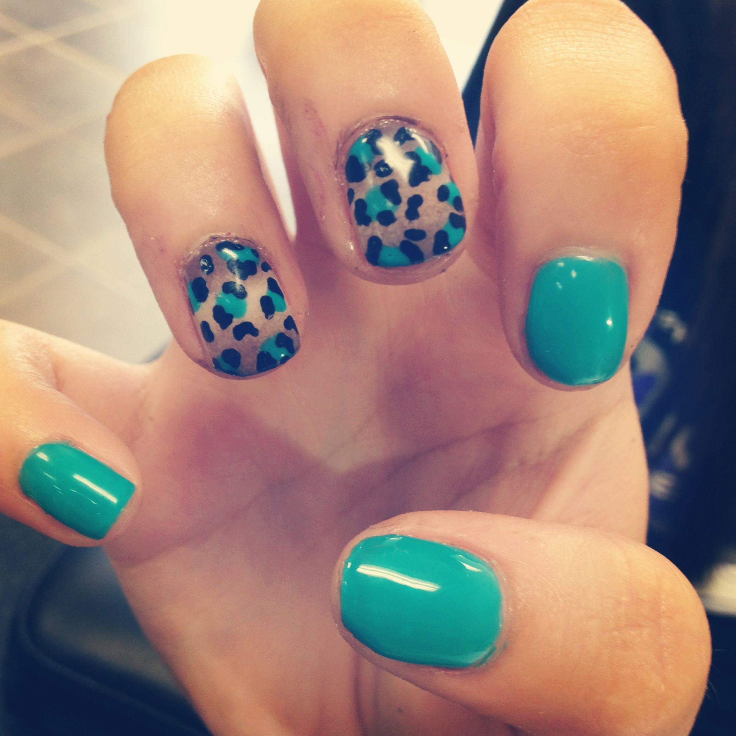 cheetah nail designs..kinda cool-maybe for a toe design | Stuff to ...