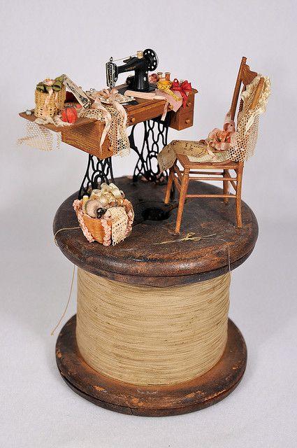 miniature Deux Ciseaux maison de poupées Sewing Room