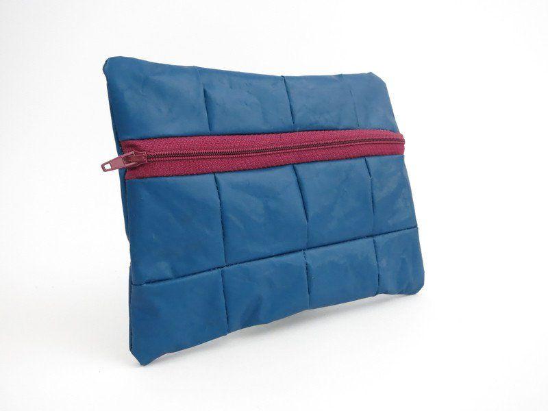 Schminktäschchen - Kleine recycelte dunkelblaue Reißverschlusstasche - ein Designerstück von A-BAG bei DaWanda