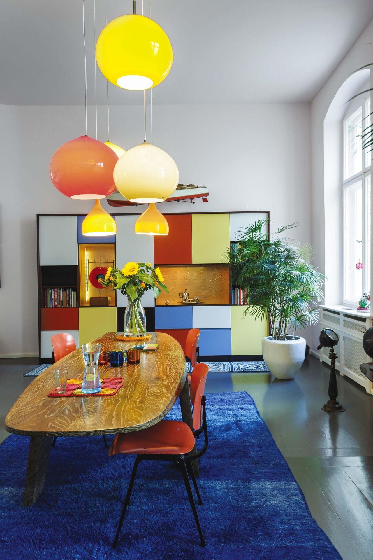 El Depto De Un Productor Musical En Berl N Azul Naranja Living