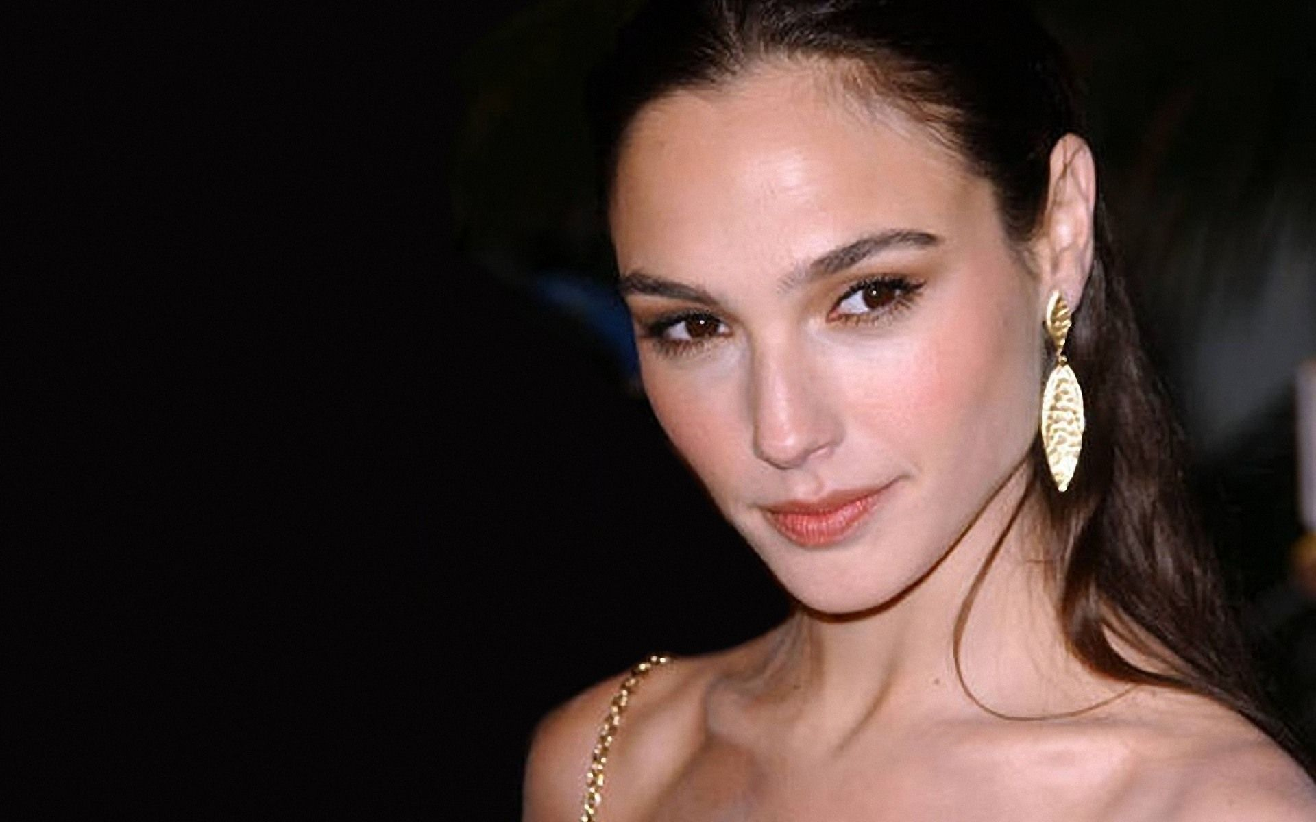 Download free gal gadot hd wallpapers for your cell phones tablets download free gal gadot hd wallpapers for your cell phones tablets desktop and laptops voltagebd Images