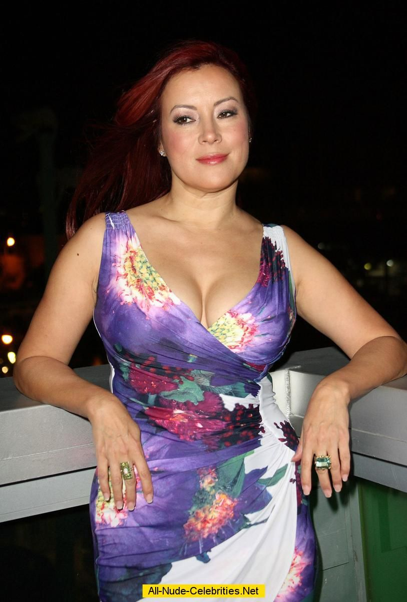 Busty Jennifer Tilly Shows Deep Cleavage At Gay And Lesbian Film Festival