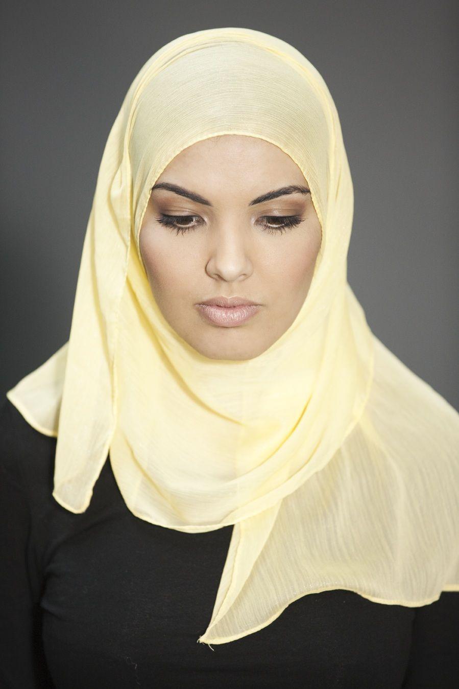 """""""De lievelingskleur van mijn oma.""""    #hoofddoek #hijab  http://www.hoofdboek.com/"""